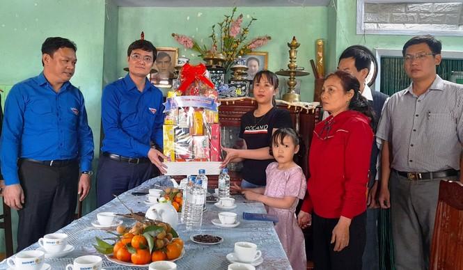 Bí thư Thường trực Trung ương Đoàn tặng quà Tết tại Phú Yên - ảnh 3