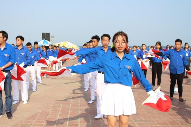 Đồng diễn Semaphore của Thành đoàn Đà Nẵng xác lập kỷ lục Việt Nam - ảnh 4
