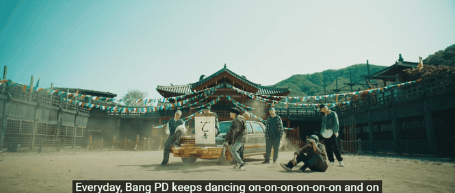 """HOT: Suga (BTS) đánh úp ARMY với MV """"Daechwita"""" và dàn cameo """"cây nhà lá vườn"""" cực chất  - ảnh 4"""