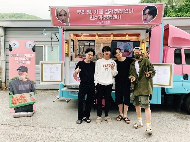 """Xem MV """"Daechwita"""" (Agust D - Suga BTS) để biết cả nhà Big Hit thương nhau như thế nào! - ảnh 7"""