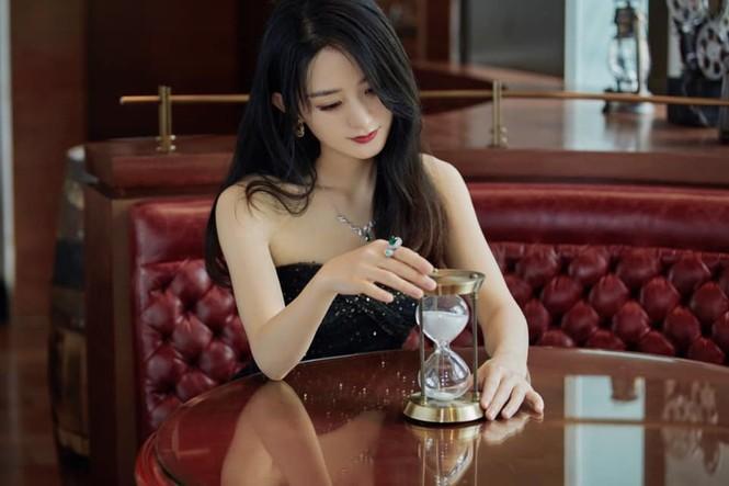 C-Biz tuần qua: Triệu Lệ Dĩnh, Vương Tuấn Khải đẹp ngút ngàn trong sự kiện của Dior - ảnh 1