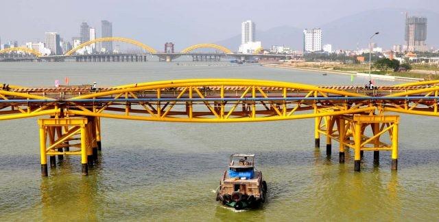 Bão số 5 đổ bộ, người dân Đà Nẵng sửng sốt trước màn biến hình của cây cầu lịch sử - ảnh 4