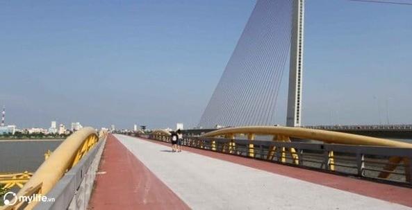Bão số 5 đổ bộ, người dân Đà Nẵng sửng sốt trước màn biến hình của cây cầu lịch sử - ảnh 7