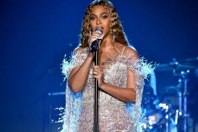 Đề cử Grammy 2021 gây tranh cãi: Beyoncé và Taylor Swift áp đảo, The Weeknd trắng tay - ảnh 1