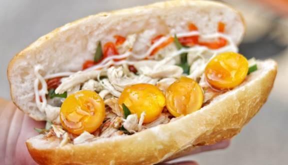 Ăn sáng cùng Sài Gòn: Liêu xiêu cùng món bánh mì gà xé trứng non lòng đào ngon dzách lầu - ảnh 2