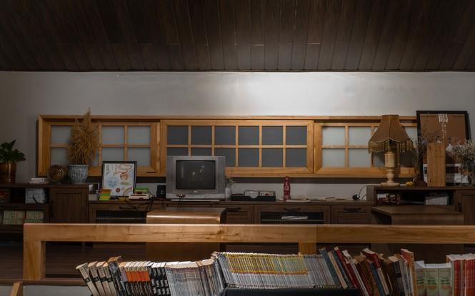 TP.HCM: Những tiệm cà phê đẹp lung linh và chứa cả một kho tàng sách hay cho bạn ghé đọc - ảnh 7