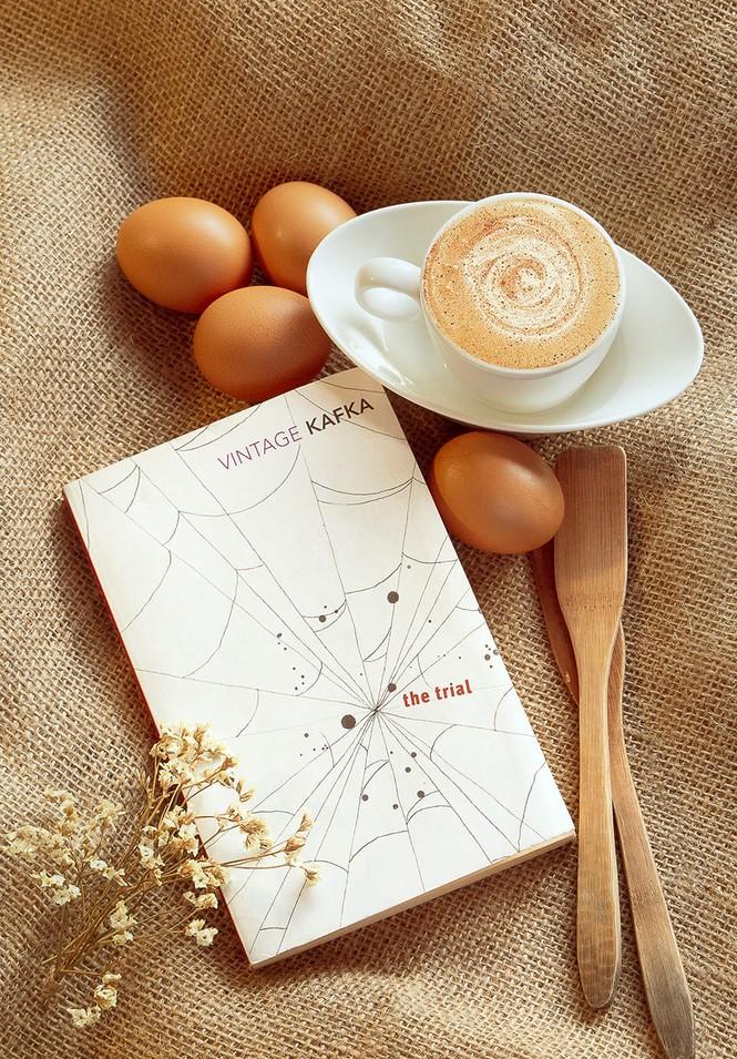 TP.HCM: Những tiệm cà phê đẹp lung linh và chứa cả một kho tàng sách hay cho bạn ghé đọc - ảnh 3