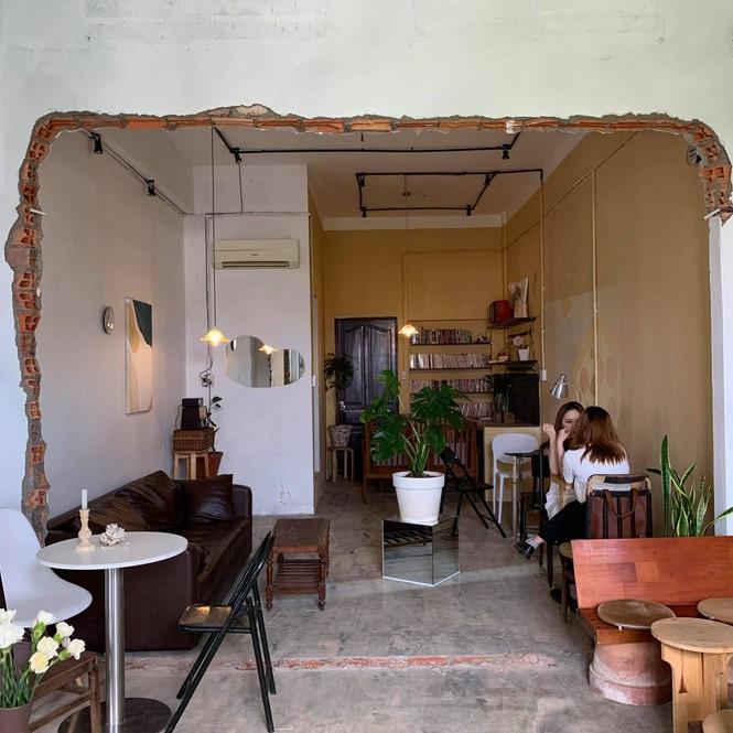 TP.HCM: Cửa tiệm cà phê đẹp như một bức tranh dành cho những teen mê không gian lãng mạn - ảnh 4