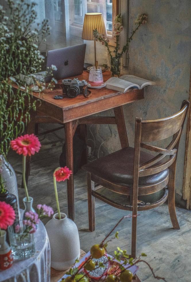 TP.HCM: Cửa tiệm cà phê đẹp như một bức tranh dành cho những teen mê không gian lãng mạn - ảnh 2