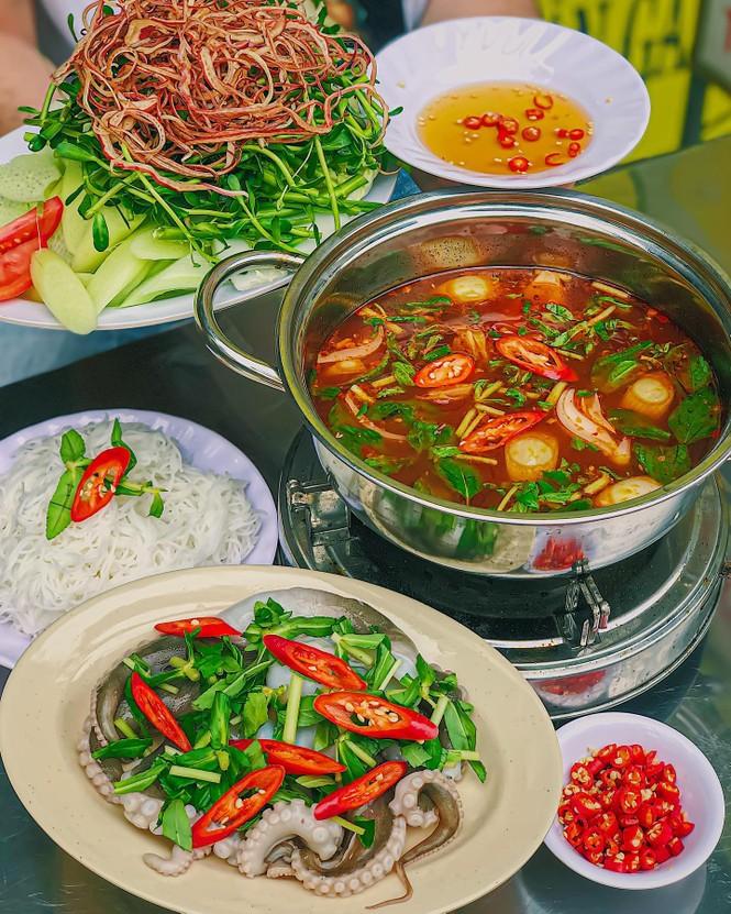 Xì xụp bên nồi lẩu Hàn Quốc Mực khổng lồ cay cay hay lẩu hải sản chua ngọt ngon nức nở? - ảnh 4
