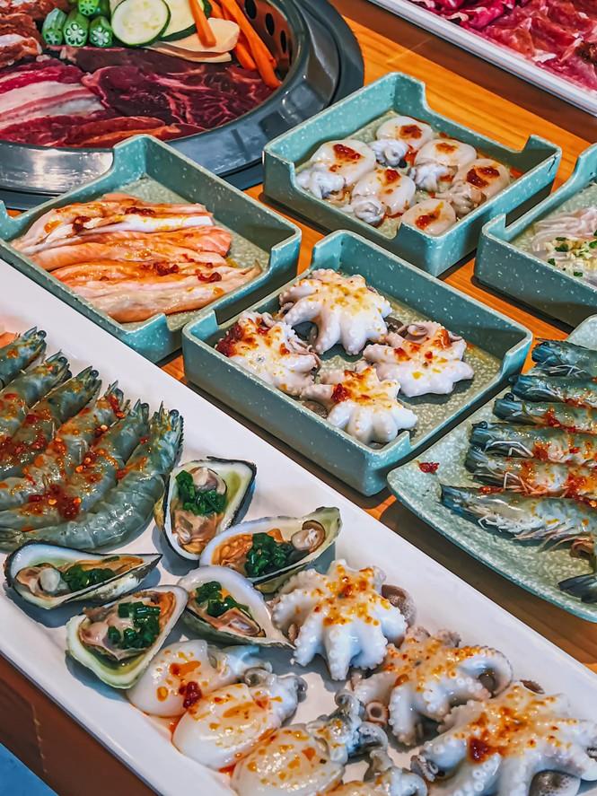 """Bạn chọn ăn hải sản """"hạt dẻ"""" vỉa hè hay hải sản kiểu buffet """"chanh xả""""? - ảnh 6"""