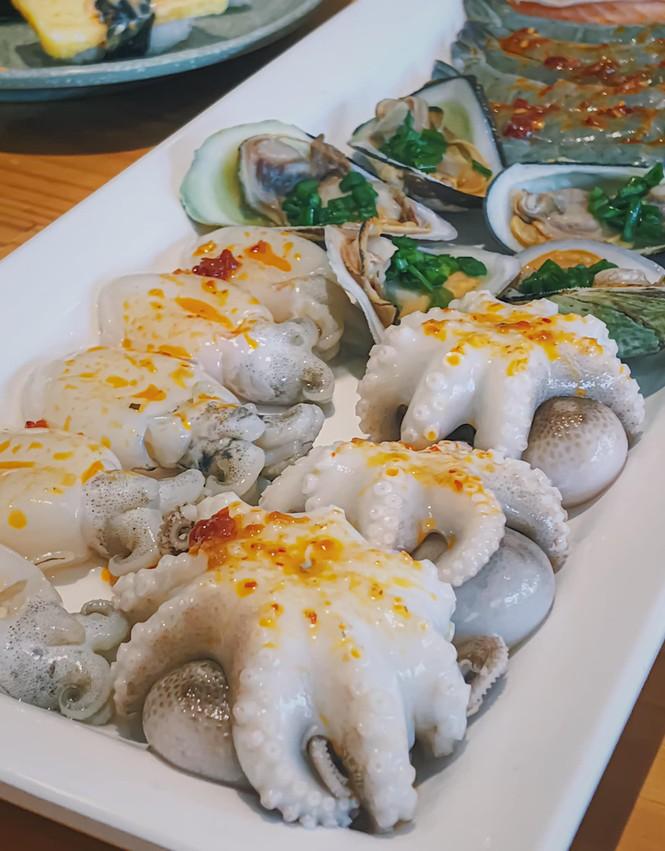 """Bạn chọn ăn hải sản """"hạt dẻ"""" vỉa hè hay hải sản kiểu buffet """"chanh xả""""? - ảnh 7"""