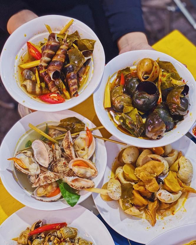 """Bạn chọn ăn hải sản """"hạt dẻ"""" vỉa hè hay hải sản kiểu buffet """"chanh xả""""? - ảnh 1"""