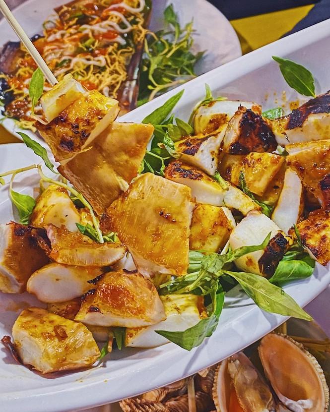 """Bạn chọn ăn hải sản """"hạt dẻ"""" vỉa hè hay hải sản kiểu buffet """"chanh xả""""? - ảnh 3"""