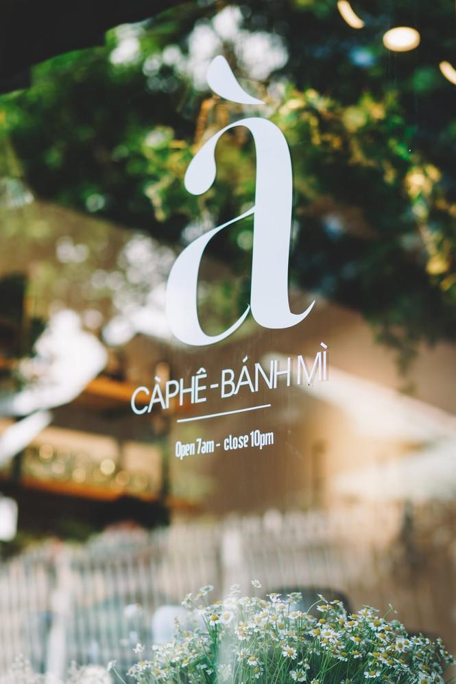 Hẹn hò Sài Gòn: Dừng chân nghỉ ngơi tại hai tiệm cà phê xinh xắn ẩn mình trong hẻm nhỏ - ảnh 1