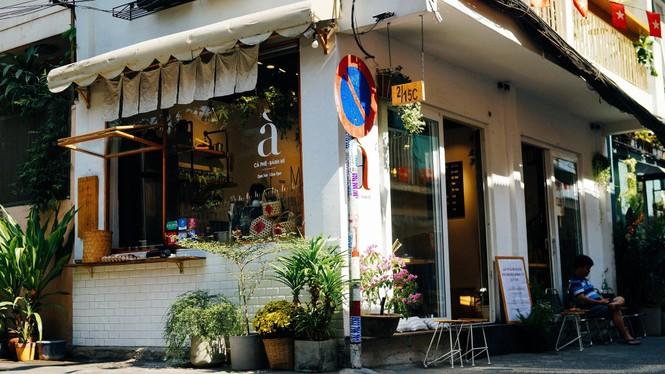 Hẹn hò Sài Gòn: Dừng chân nghỉ ngơi tại hai tiệm cà phê xinh xắn ẩn mình trong hẻm nhỏ - ảnh 2
