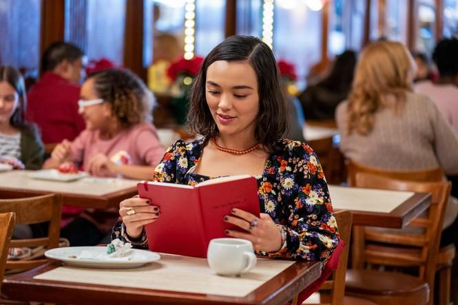 Trông đợi gì nếu Netflix đồng ý quay phần 2 cho bộ phim Giáng sinh lãng mạn
