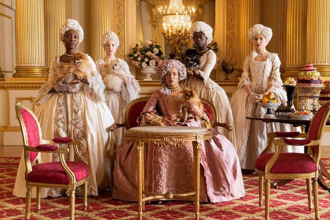 """""""Bridgerton"""" và những bộ trang phục lộng lẫy: Mỗi một màu sắc """"bật mí"""" một bí mật  - ảnh 2"""