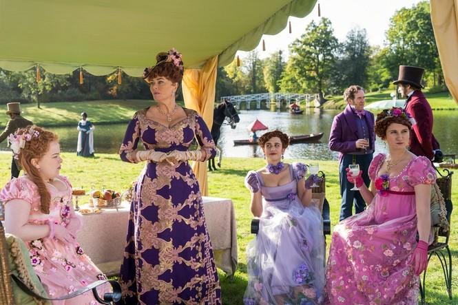 """""""Bridgerton"""" và những bộ trang phục lộng lẫy: Mỗi một màu sắc """"bật mí"""" một bí mật  - ảnh 8"""