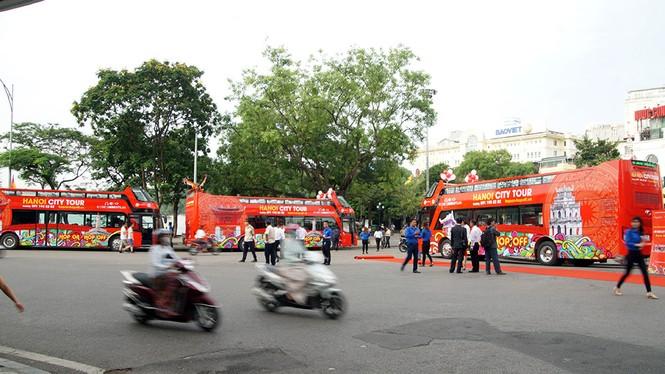 Hà Nội khai trương xe buýt 2 tầng phục vụ khách du lịch - ảnh 1