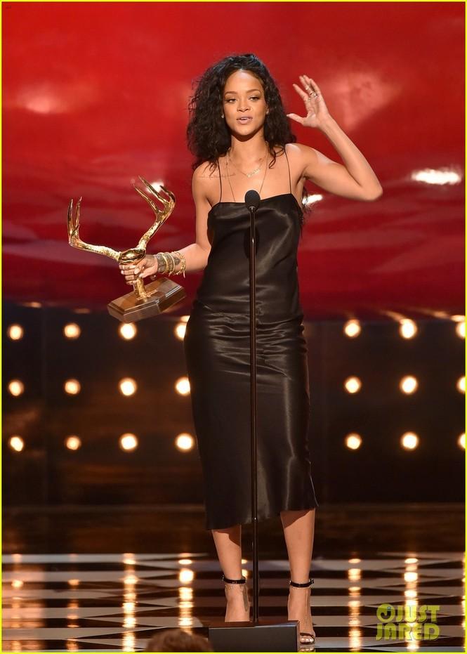 """Rihanna đoạt giải """"Người phụ nữ được khao khát nhất"""" 2014 - ảnh 2"""