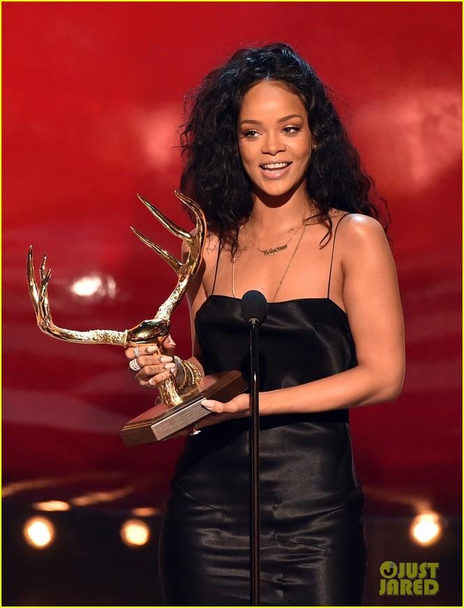 """Rihanna đoạt giải """"Người phụ nữ được khao khát nhất"""" 2014 - ảnh 5"""