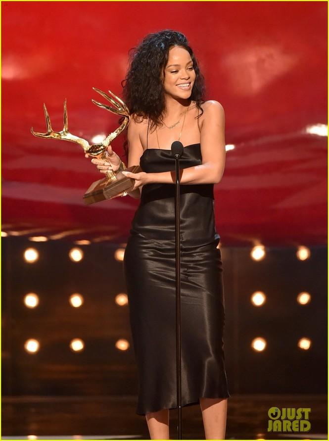 """Rihanna đoạt giải """"Người phụ nữ được khao khát nhất"""" 2014 - ảnh 3"""