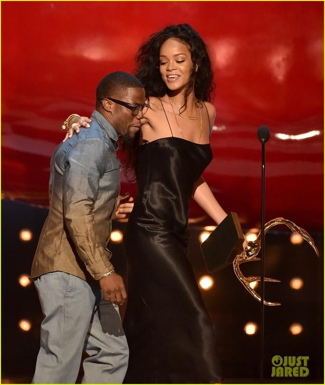"""Rihanna đoạt giải """"Người phụ nữ được khao khát nhất"""" 2014 - ảnh 6"""