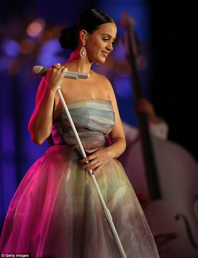 Katy Perry gợi cảm chụp hình nội y cho tạp chí Nhật Bản - ảnh 5