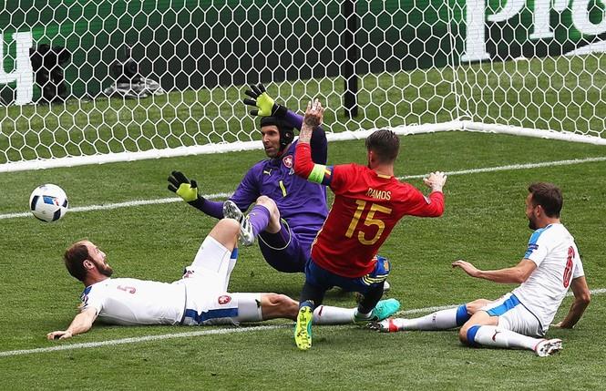 Cận cảnh trận thắng nhọc nhằn của Tây Ban Nha - ảnh 10