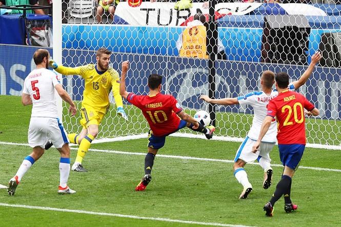 Cận cảnh trận thắng nhọc nhằn của Tây Ban Nha - ảnh 13