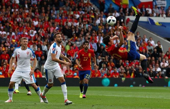 Cận cảnh trận thắng nhọc nhằn của Tây Ban Nha - ảnh 14