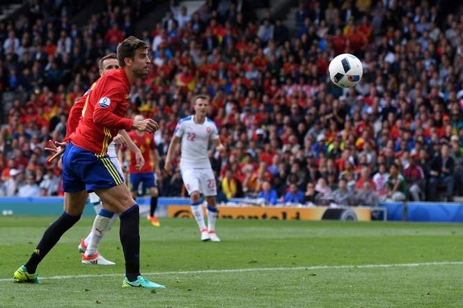 Cận cảnh trận thắng nhọc nhằn của Tây Ban Nha - ảnh 15