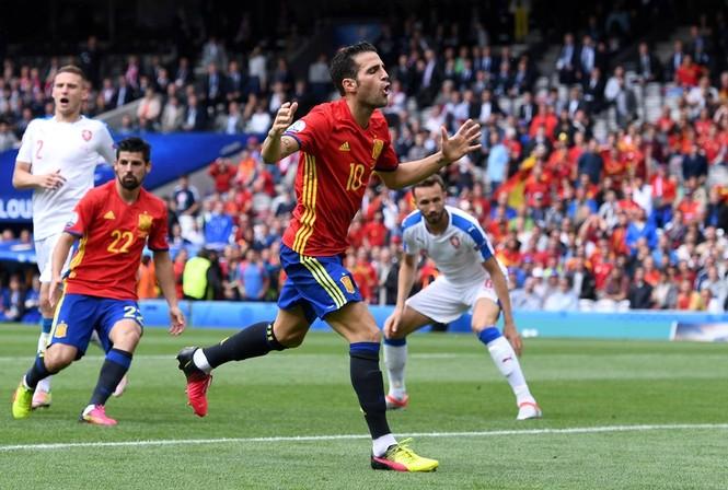Cận cảnh trận thắng nhọc nhằn của Tây Ban Nha - ảnh 8