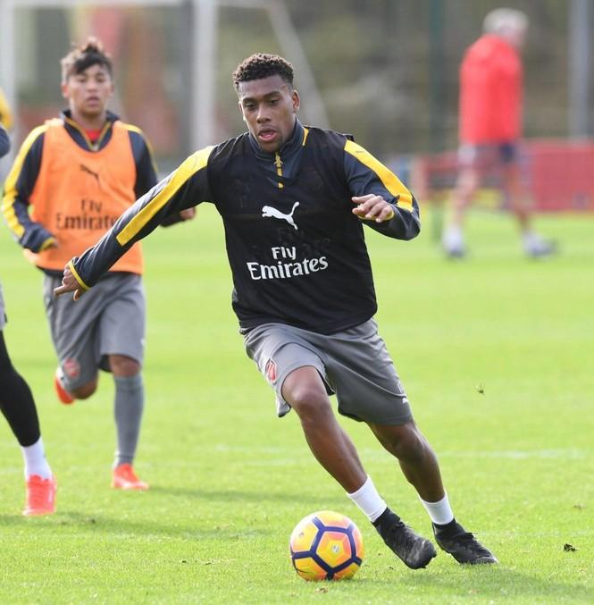 Hé lộ về ngôi sao 17 tuổi của Arsenal - ảnh 1
