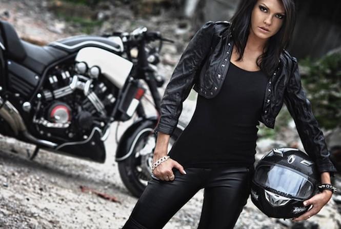 Nữ biker quyến rũ bên 'ma tốc độ' Yamaha V-Max - ảnh 2