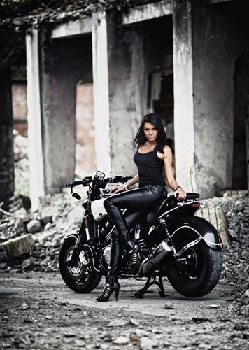 Nữ biker quyến rũ bên 'ma tốc độ' Yamaha V-Max - ảnh 5