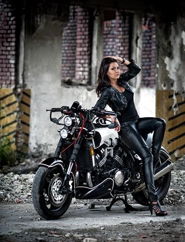 Nữ biker quyến rũ bên 'ma tốc độ' Yamaha V-Max - ảnh 6