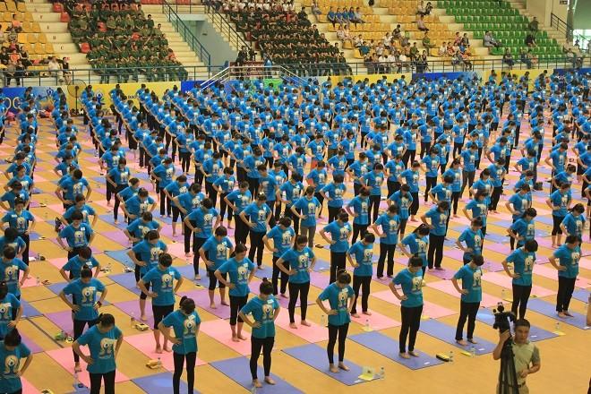 Gần 2000 người tham dự ngày Quốc tế Yoga tại Hà Nội - ảnh 4