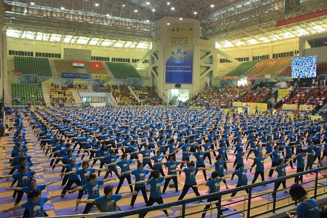 Gần 2000 người tham dự ngày Quốc tế Yoga tại Hà Nội - ảnh 5