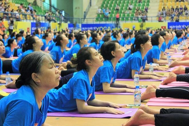 Gần 2000 người tham dự ngày Quốc tế Yoga tại Hà Nội - ảnh 7