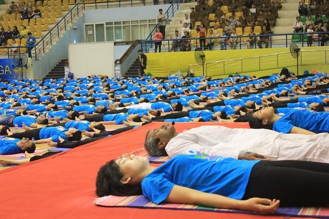 Gần 2000 người tham dự ngày Quốc tế Yoga tại Hà Nội - ảnh 9