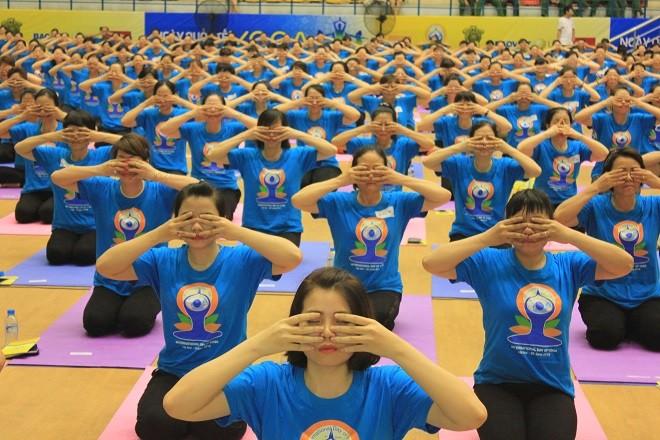 Gần 2000 người tham dự ngày Quốc tế Yoga tại Hà Nội - ảnh 12