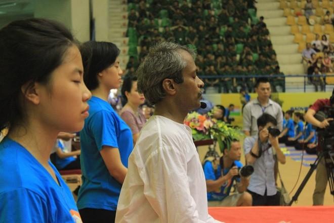 Gần 2000 người tham dự ngày Quốc tế Yoga tại Hà Nội - ảnh 10