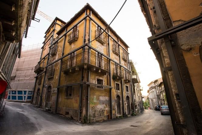 Lạnh người với 'thị trấn ma' ở Italy sau thảm hỏa động đất - ảnh 3