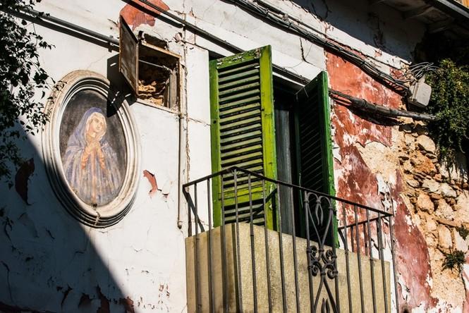 Lạnh người với 'thị trấn ma' ở Italy sau thảm hỏa động đất - ảnh 1