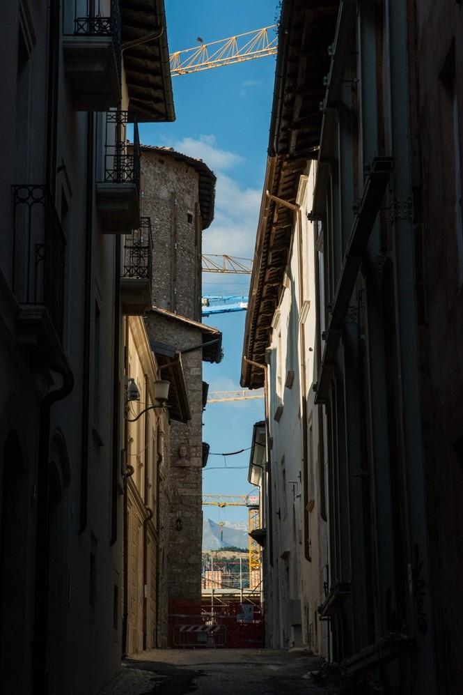 Lạnh người với 'thị trấn ma' ở Italy sau thảm hỏa động đất - ảnh 14