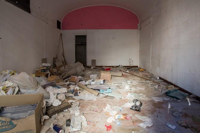 Lạnh người với 'thị trấn ma' ở Italy sau thảm hỏa động đất - ảnh 5