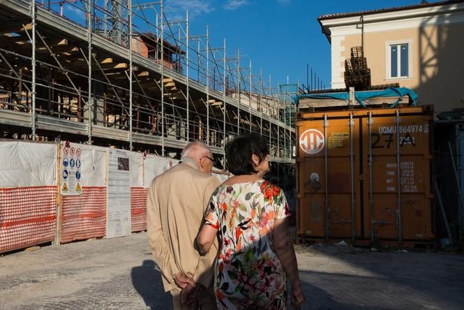 Lạnh người với 'thị trấn ma' ở Italy sau thảm hỏa động đất - ảnh 6
