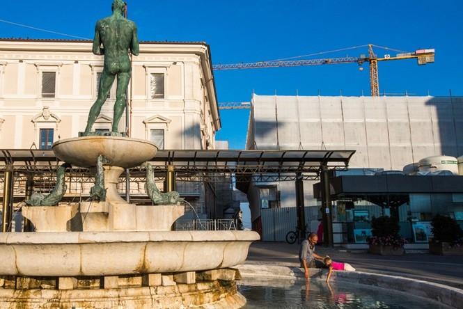 Lạnh người với 'thị trấn ma' ở Italy sau thảm hỏa động đất - ảnh 8